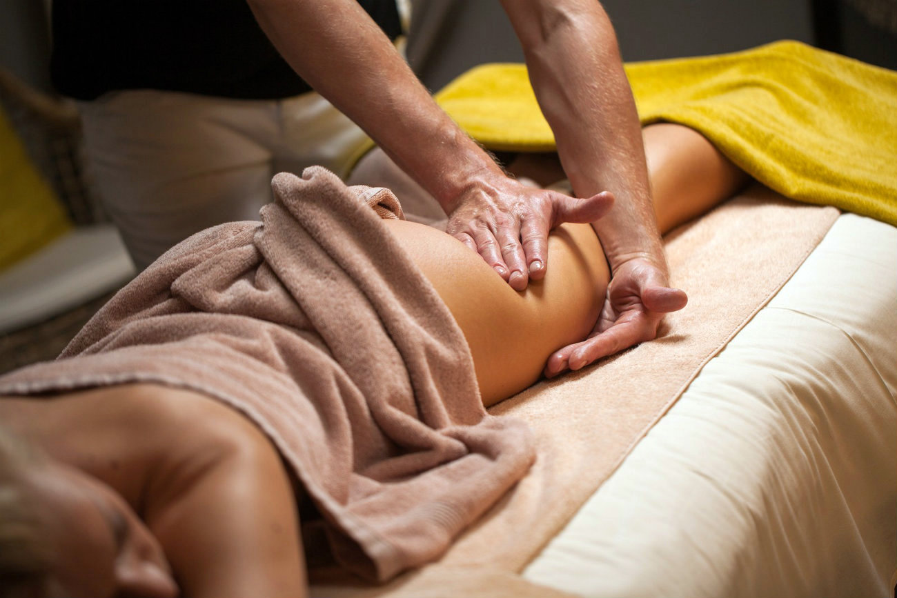 Nude men being massaged — img 10